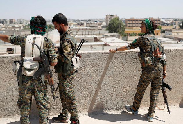 Συρία: Η κουρδική YPG αρνείται πως υπήρξε συμφωνία για να μπει ο συριακός στρατός στο