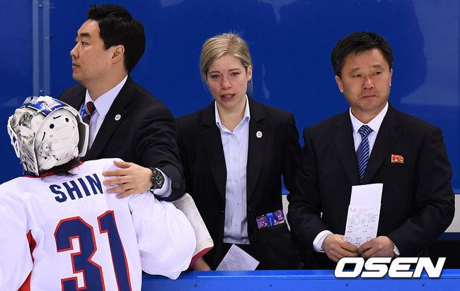 여자 아이스하키 단일팀 새라 머리 감독과 북측 박철호