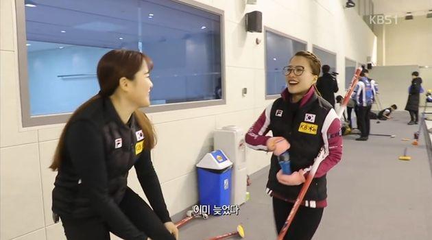 여자 컬링팀의 해맑은 '군기'가 재조명되고