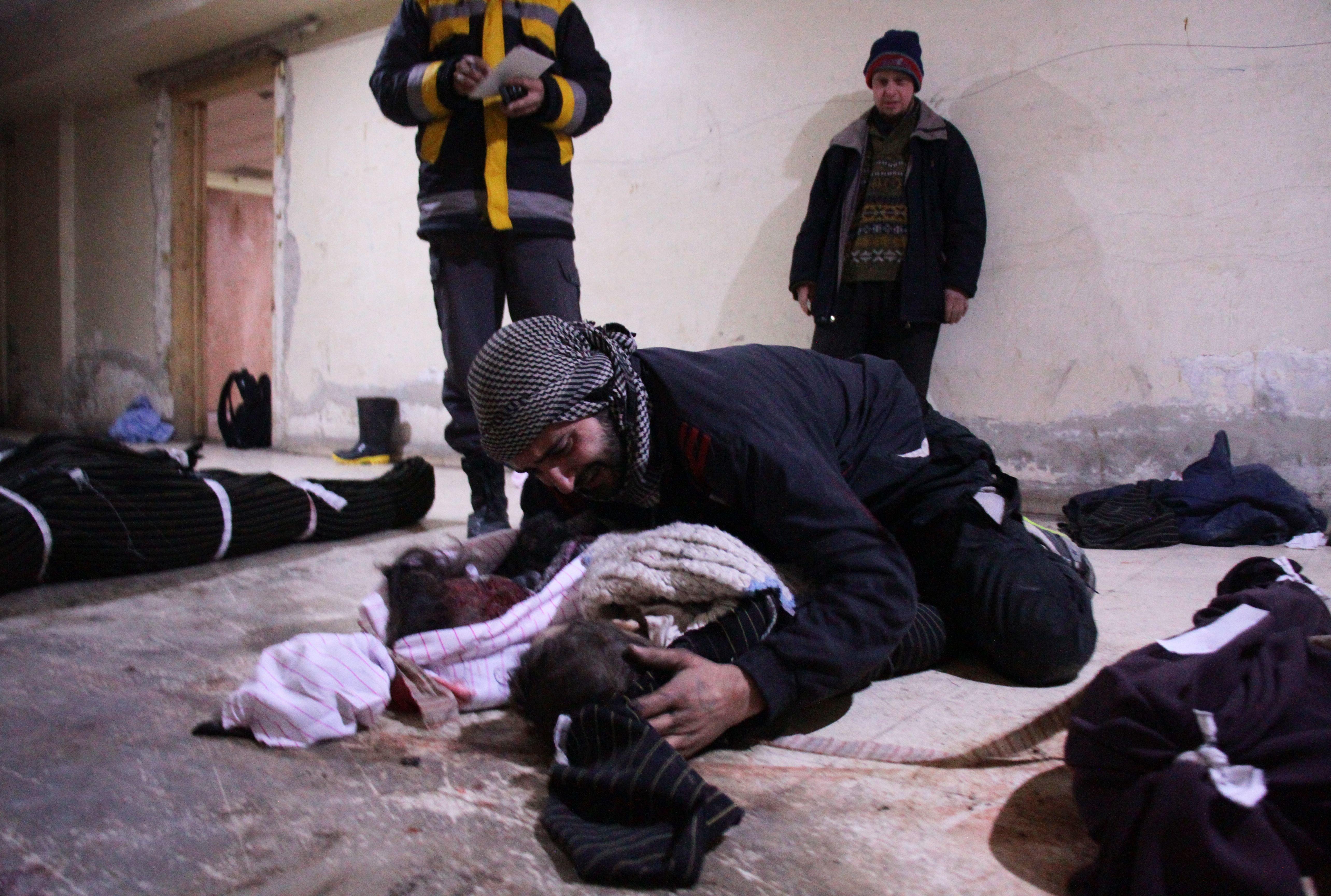Εκατόμβη νεκρών αμάχων στην Γούτα. Για τρίτη μέρα βομβαρδίζει ο Άσαντ παρά την κατάπαυση