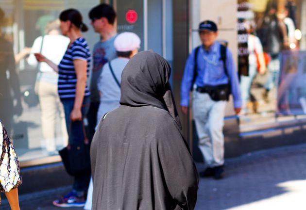 Berlin Frau Reißt Muslimin Die Burka Vom Kopf Huffpost Deutschland