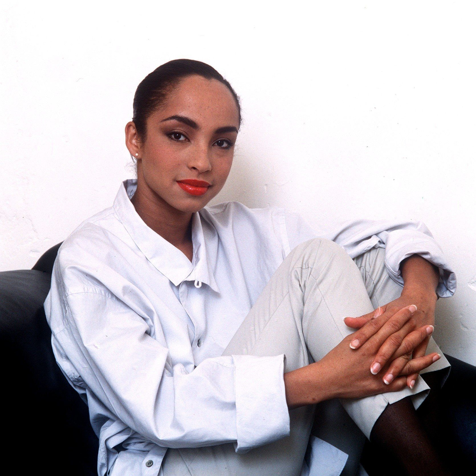 British singer songwriter Sade Adu, lead singer of the R&B group Sade, August 1985. (Photo by Mirrorpix/Getty Images)