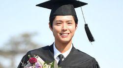'14학번' 박보검이 정확히 4년 만에 학사모를