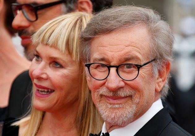 Clooney, Oprah & Spielberg δίνουν από 500 χιλ. δολάρια υπέρ της πορείας κατά της