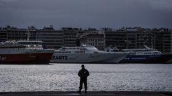 Υπό άκρα μυστικότητα στο λιμάνι του Πειραιά οι 17 Τούρκοι που ζήτησαν πολιτικό