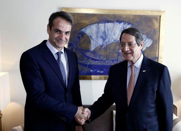 Τηλεφωνική επικοινωνία Μητσοτάκη-Αναστασιάδη για την κρίση στην κυπριακή