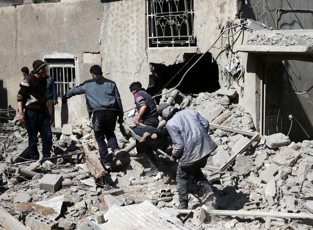 Χωρίς τέλος η τραγωδία στην ανατολική Γούτα. Συνεχίζονται οι βομβαρδισμοί από τις κυβερνητικές