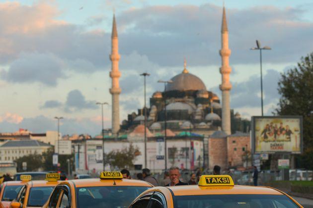 Τούρκος εισαγγελέας ζητά 10ετή κάθειρξη για ταξιτζή που έκανε βόλτες Σαουδάραβα αντί να τον πάει απευθείας...