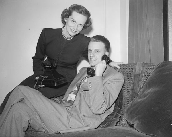 Graham at home with his wife on March 13, 1952.