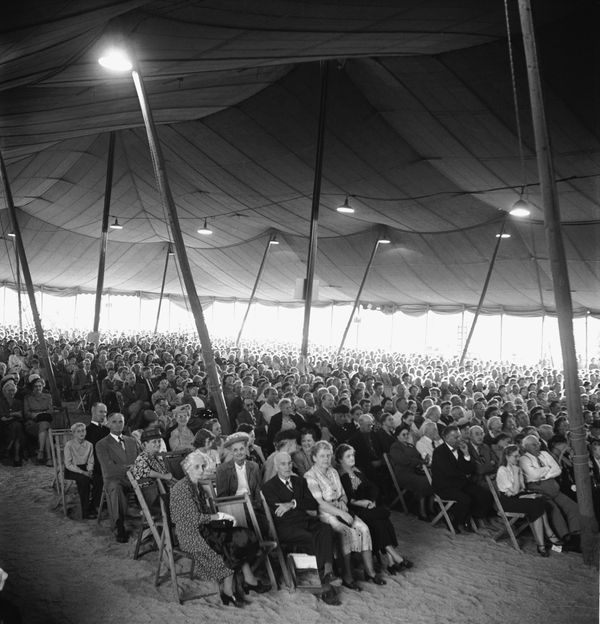 A canvas tent, seating over 6,000, was erected for Graham's revival in Los Angeles, California, in 1949.