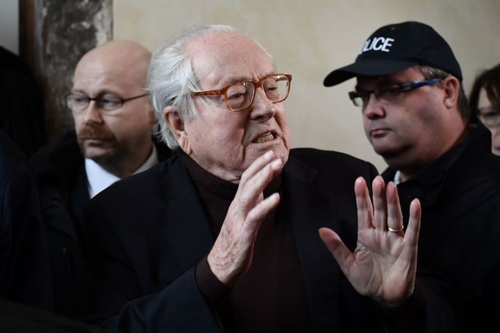 Jean-Marie Le Pen is threatening to crash the party's congress.