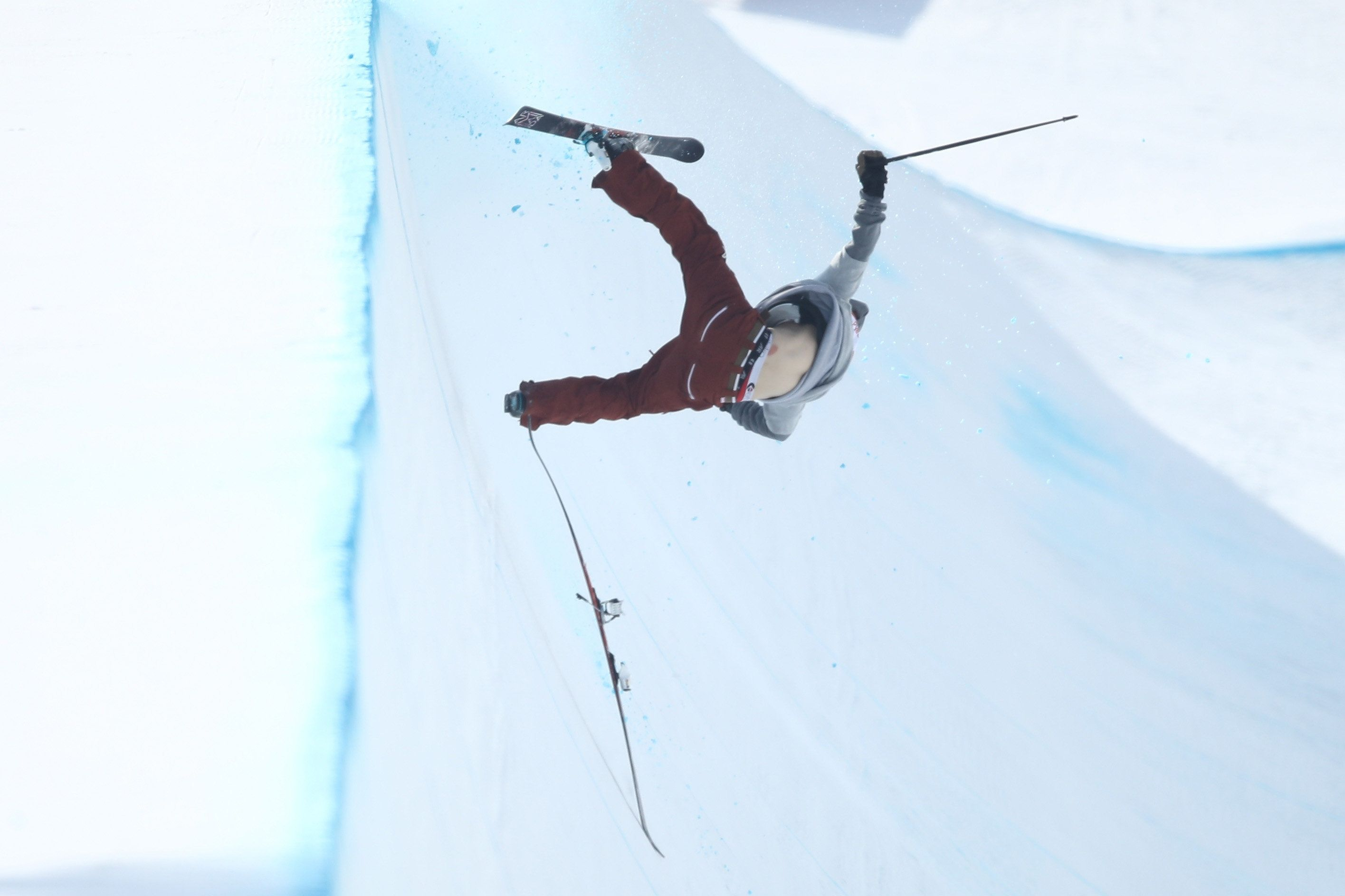 2 Horrifying Crashes Mar Men's Ski Halfpipe