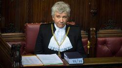 Χρειάστηκε 650 χρόνια, αλλά η πρώτη γυναίκα Black Rod ανέλαβε καθήκοντα στη Βουλή των