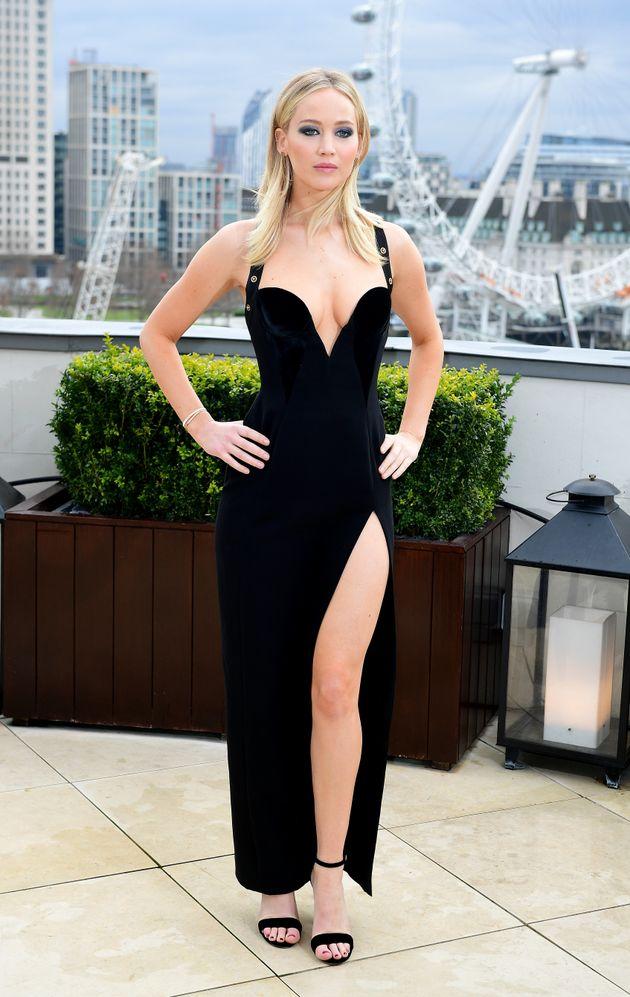 Ενοχλημένη η Jennifer Lawrence με τα σεξιστικά σχόλια για το φόρεμά