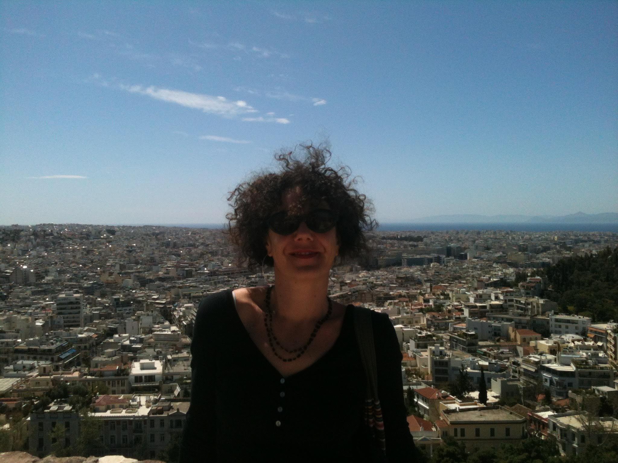 Μια Ιταλίδα στα Εξάρχεια: Η Monia Cappuccini καταγράφει την αλληλεγγύη των πρωταγωνιστών της γειτονιάς που απάντησε στην