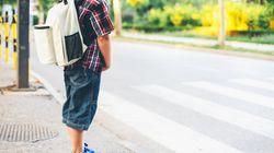 Junge wird Rucksack geklaut – dann hängt er einen Zettel aus und bekommt mehr zurück als erwartet