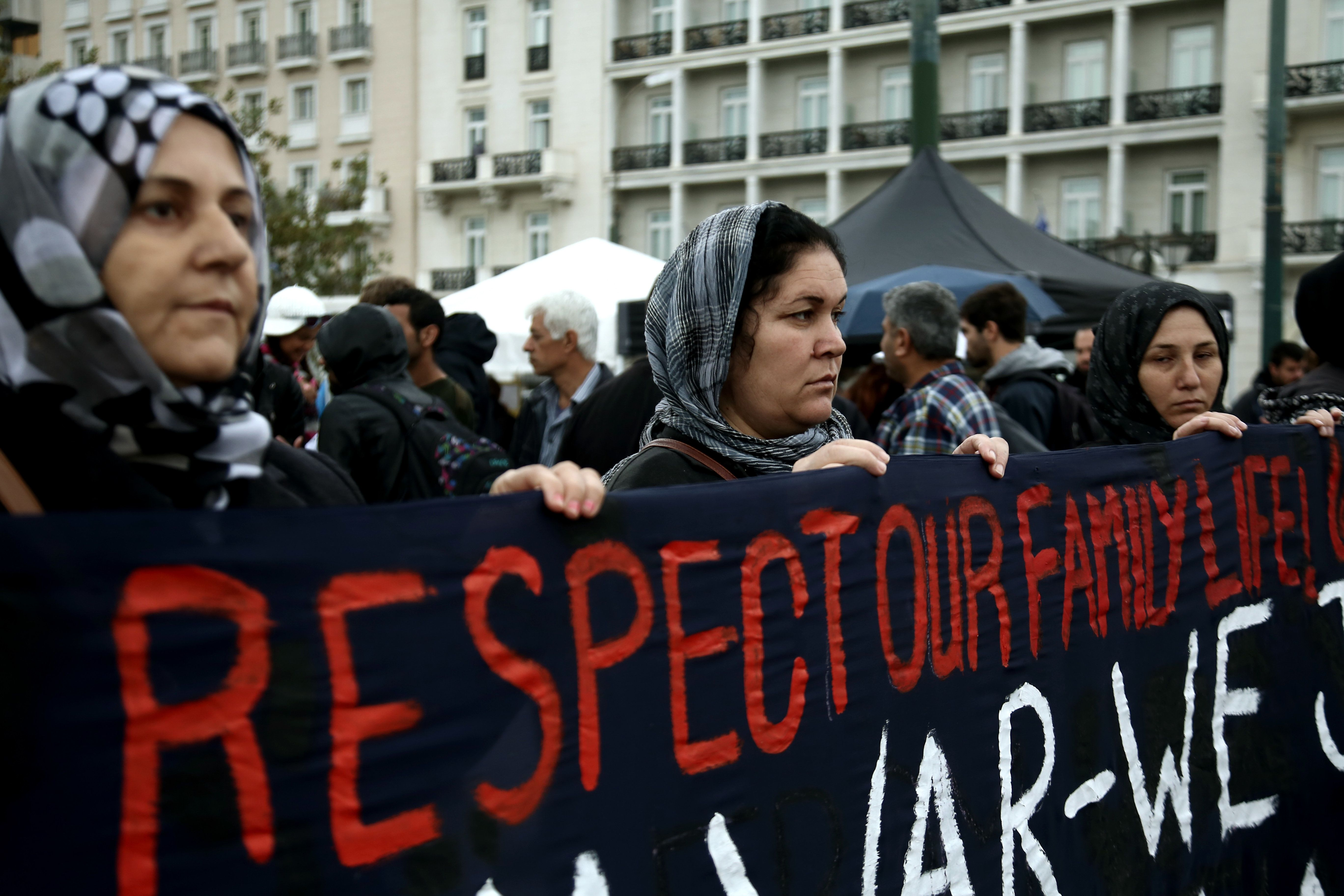 Οι συνθήκες υποδοχής των προσφύγων και η ανεργία τα βασικά ζητήματα στην ετήσια έκθεση της Διεθνούς Αμνηστίας για το