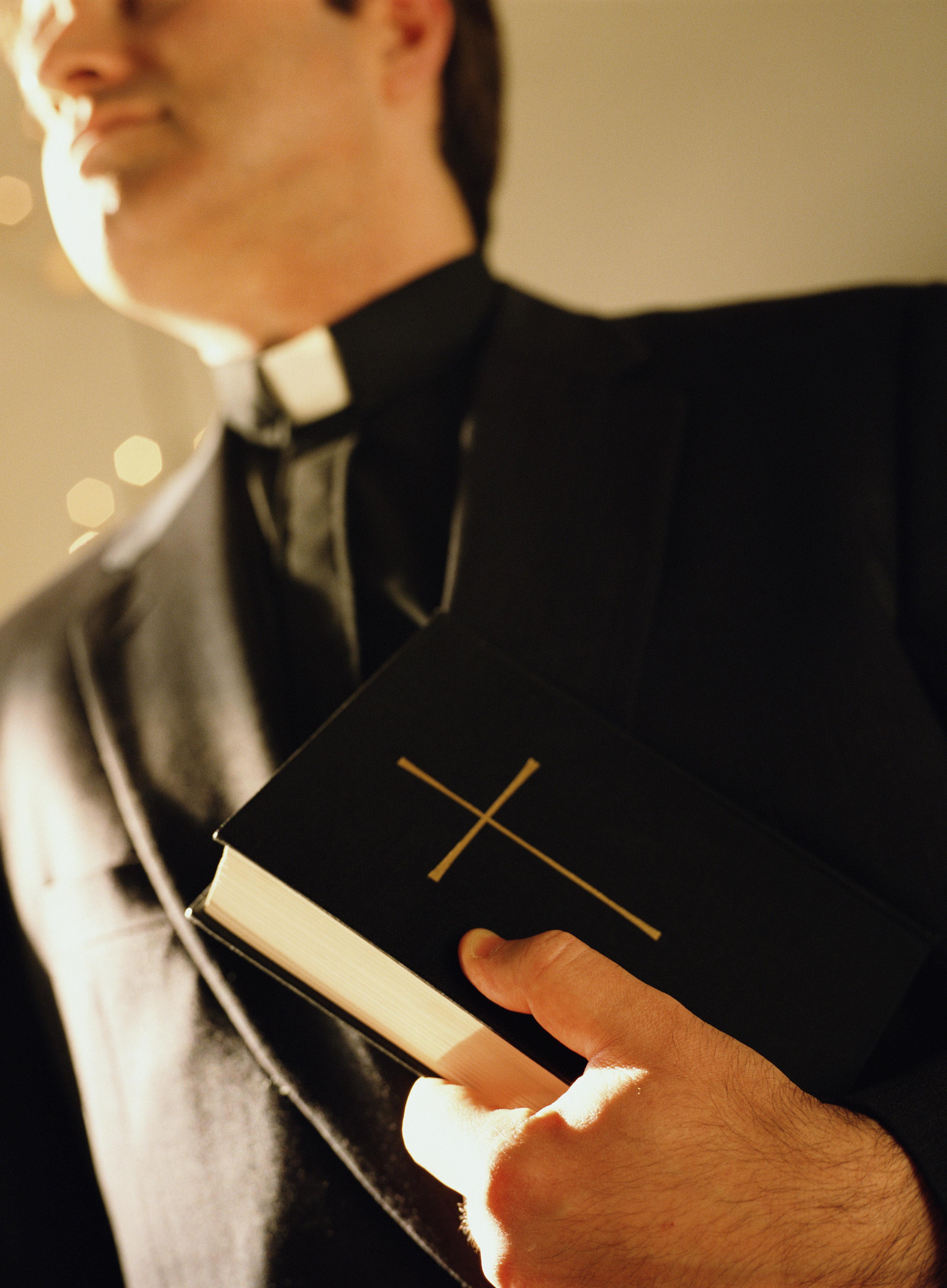 Über 100 Missbrauchstaten an Kindern: Ex-Priester muss in die