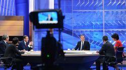 Άγριο ξύλο μεταξύ πολιτικού αναλυτή και παρουσιαστή σε ζωντανή μετάδοση στη ρωσική