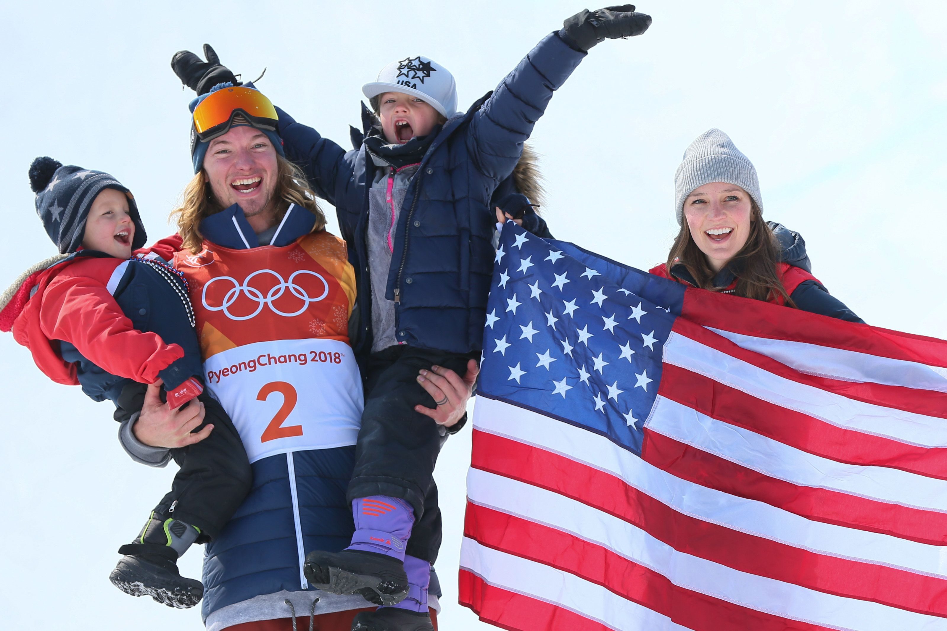 David Wise celebrates with his son Malachi, daughter Nayeli and wife Alexandra aftertaking first place during the frees