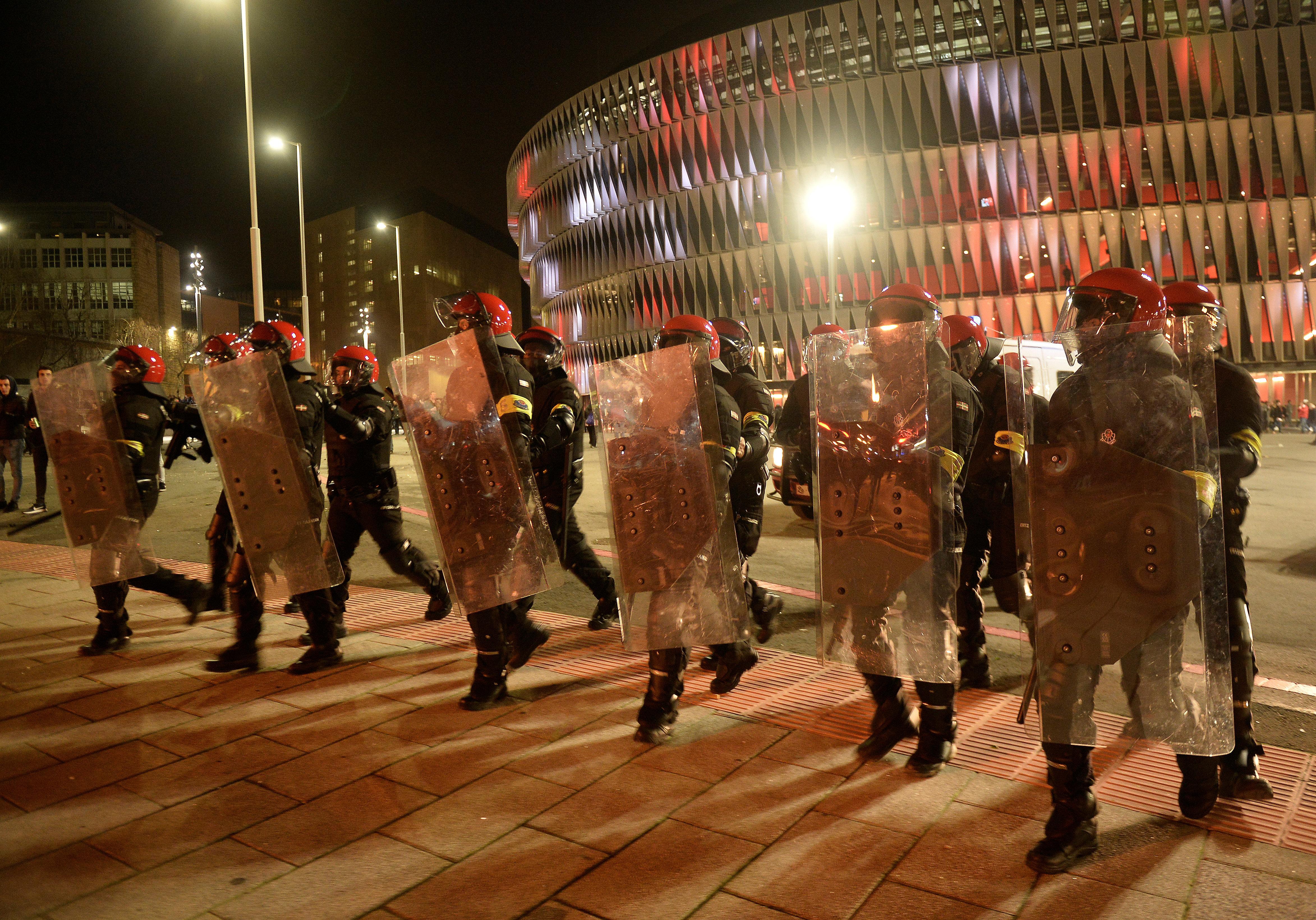 Tragödie in Spanien: Polizist stirbt bei Ausschreitungen in Bilbao