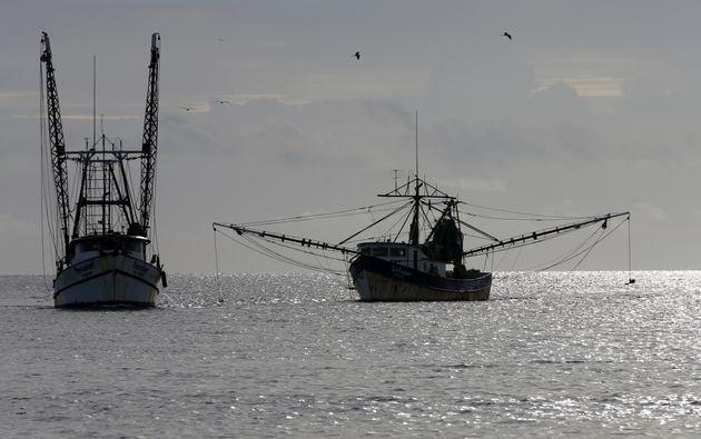 Οι αλιείς ψαρεύουν πλέον στο 55% των ωκεανών της