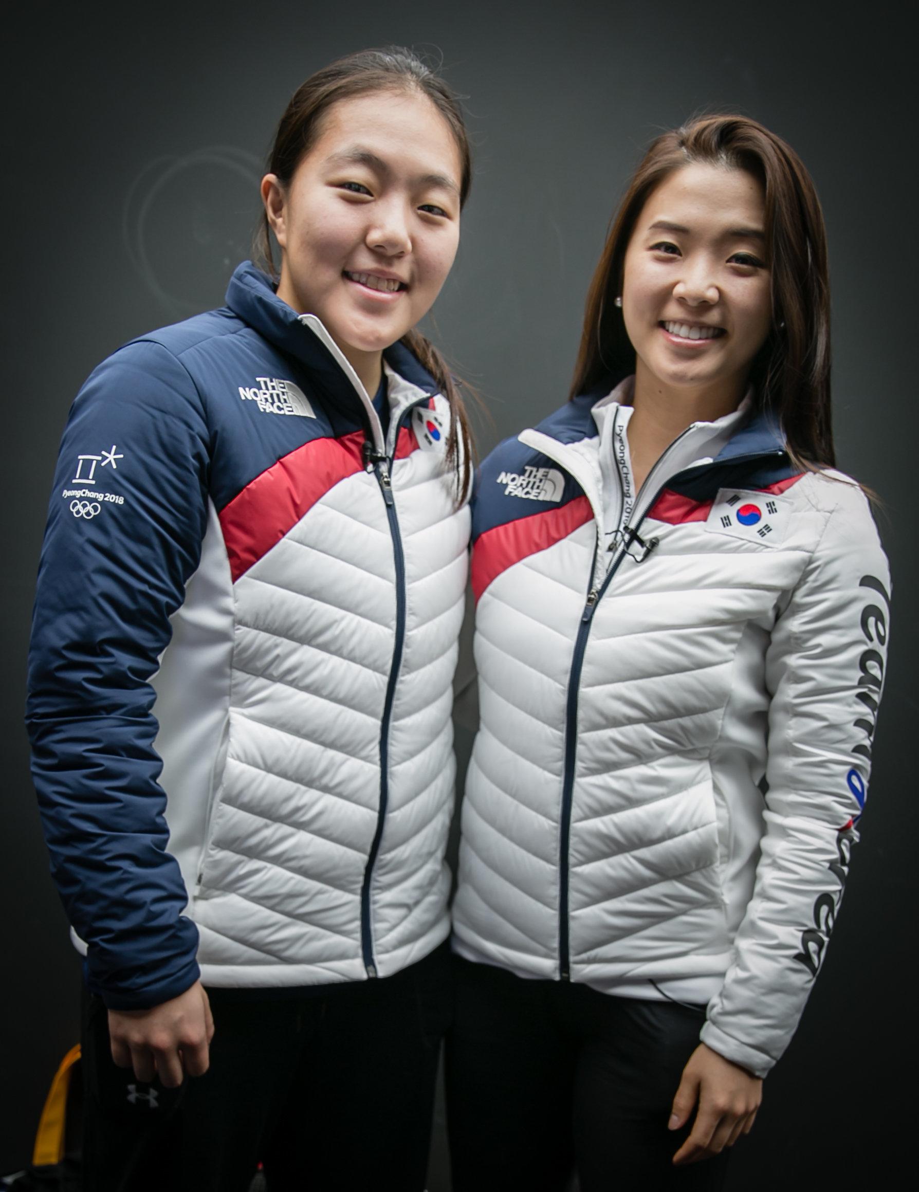 한국 여자아이스하키 국가대표팀 이진규(왼쪽), 박은정