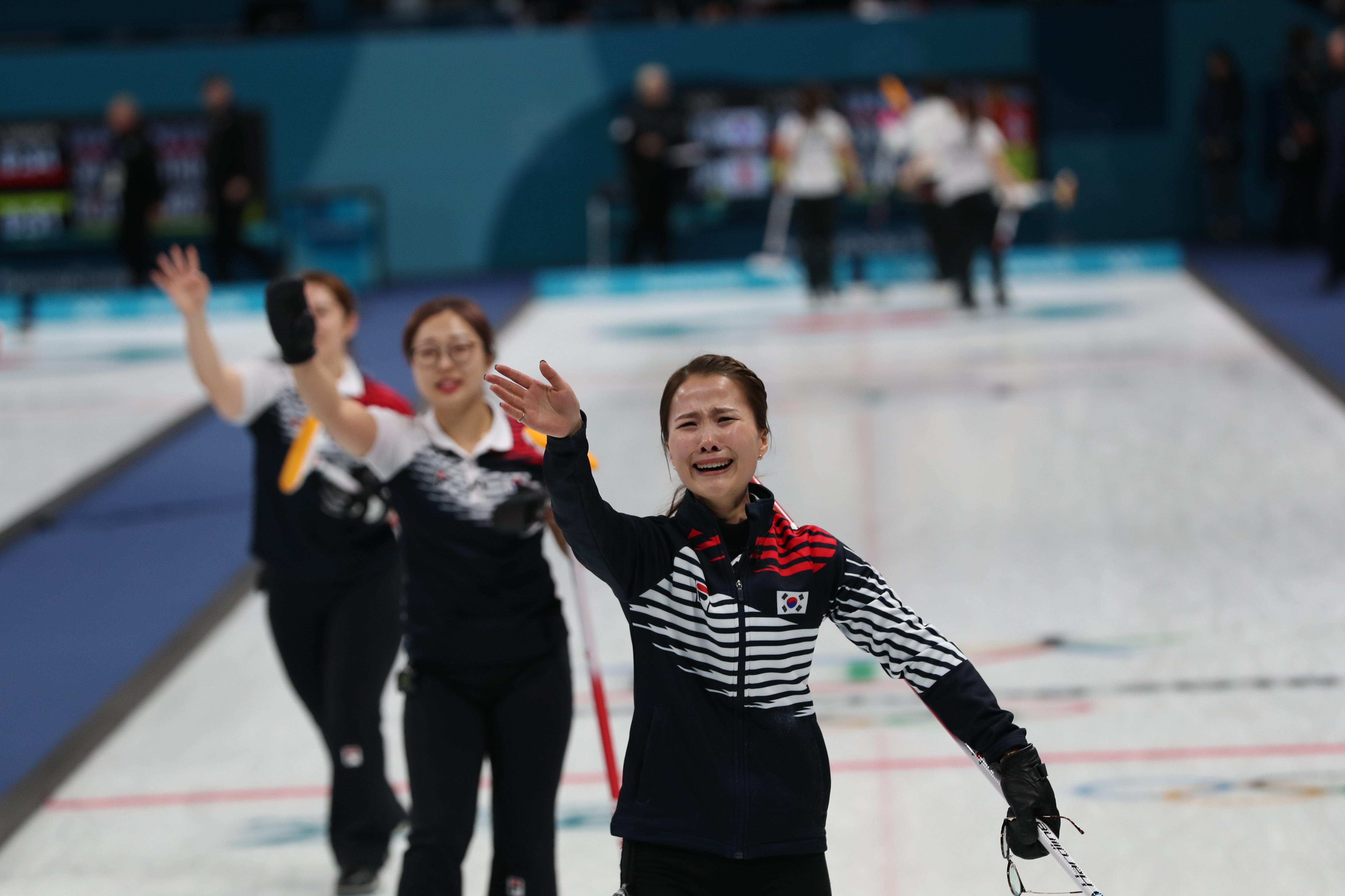 여자 컬링 대표팀이 일본을 꺾고 결승에
