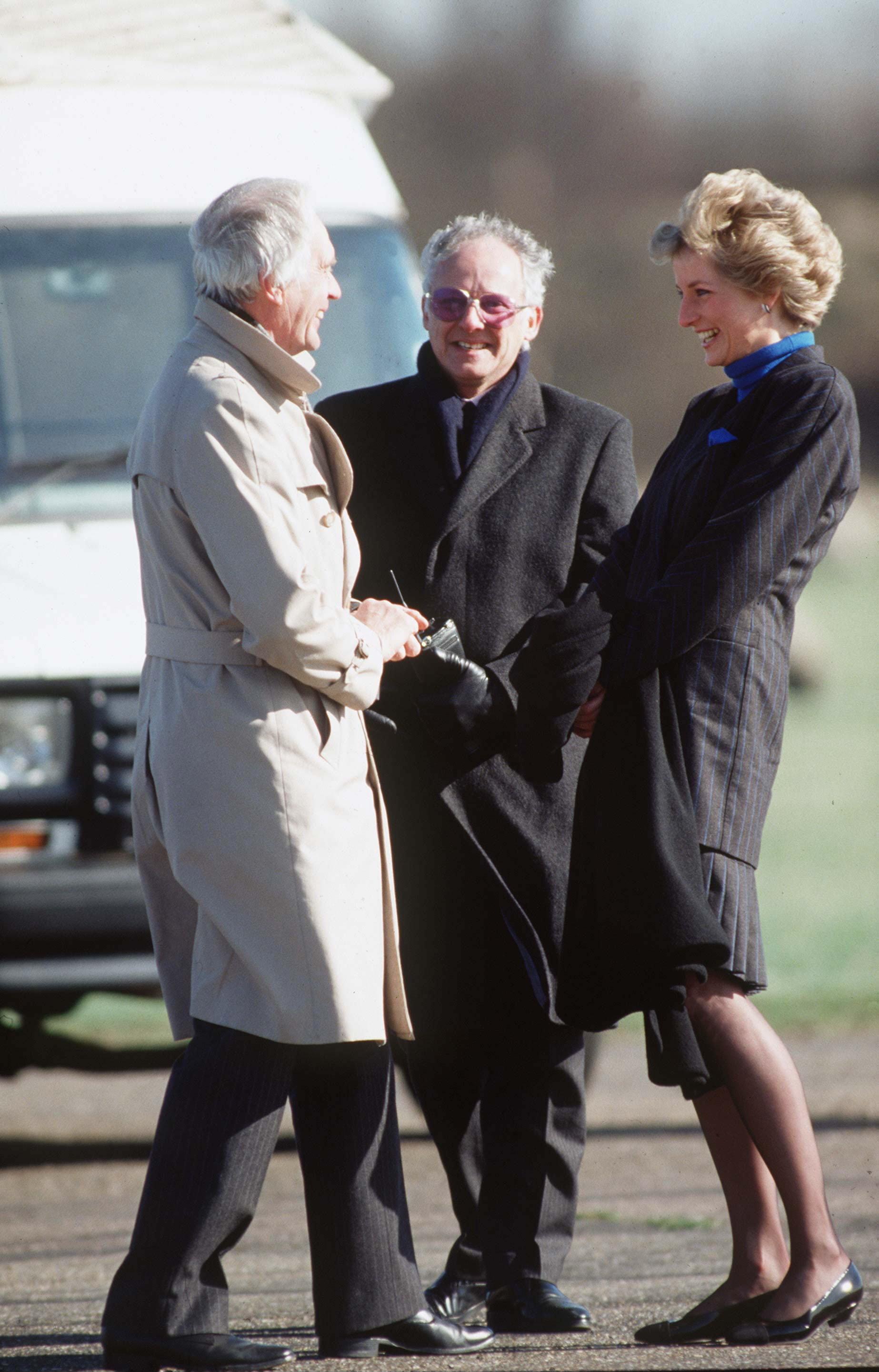 <strong>Former royal press secretary Dickie Arbiter (centre) with Princess Diana</strong>