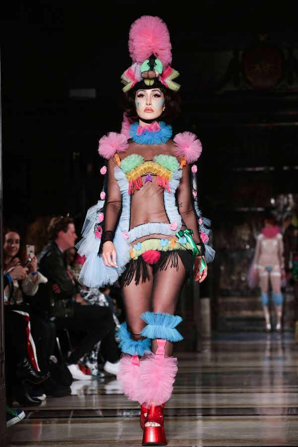 Hogg's show was also very ...<i>colorful.</i>