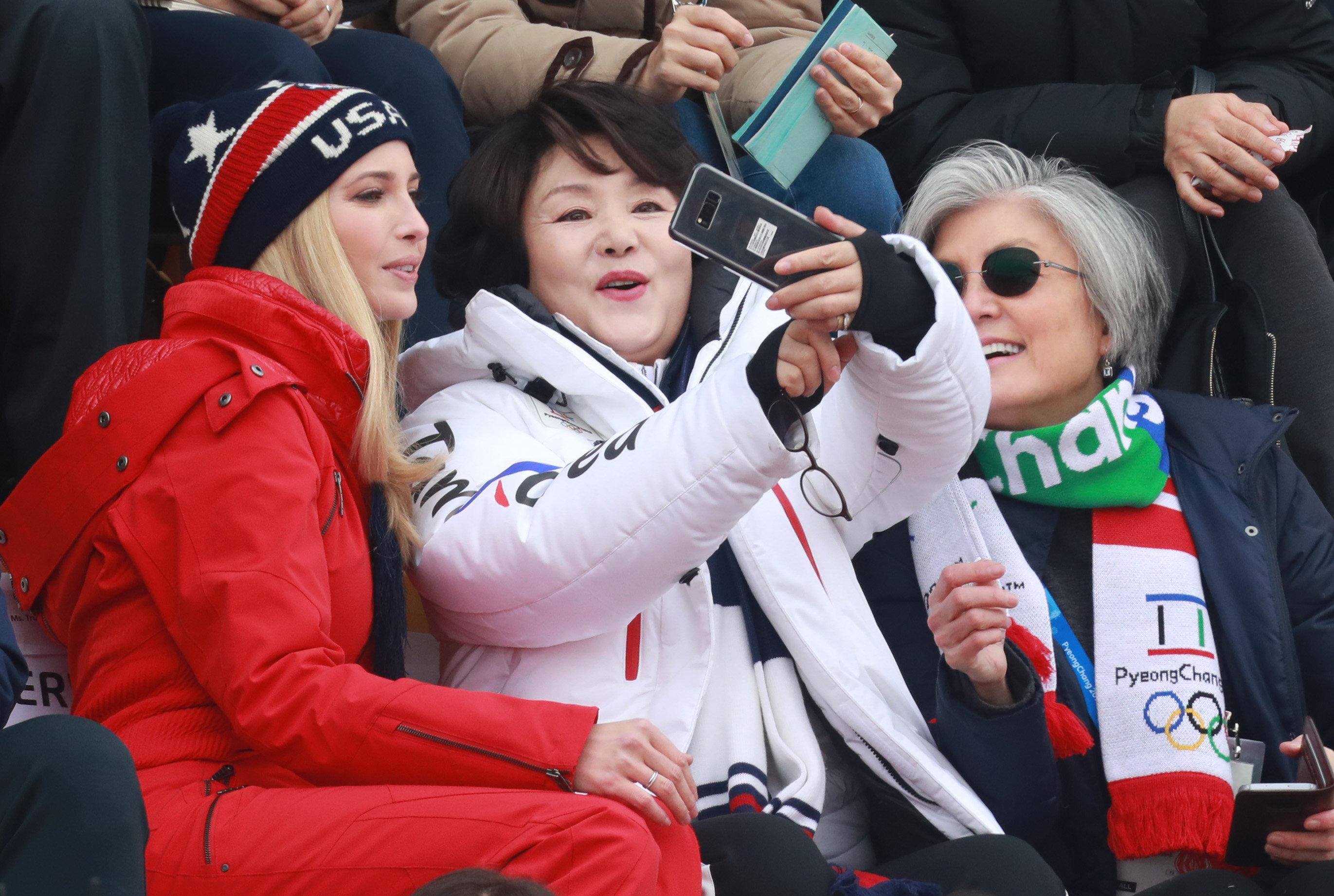 스노보드 결승전에서 연신 '셀카' 찍던 세 사람의