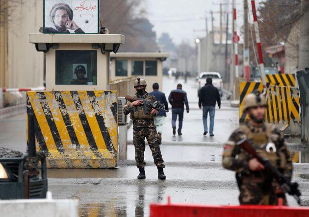 Επίθεση βομβιστή αυτοκτονίας κοντά στη συνοικία των πρεσβειών στην