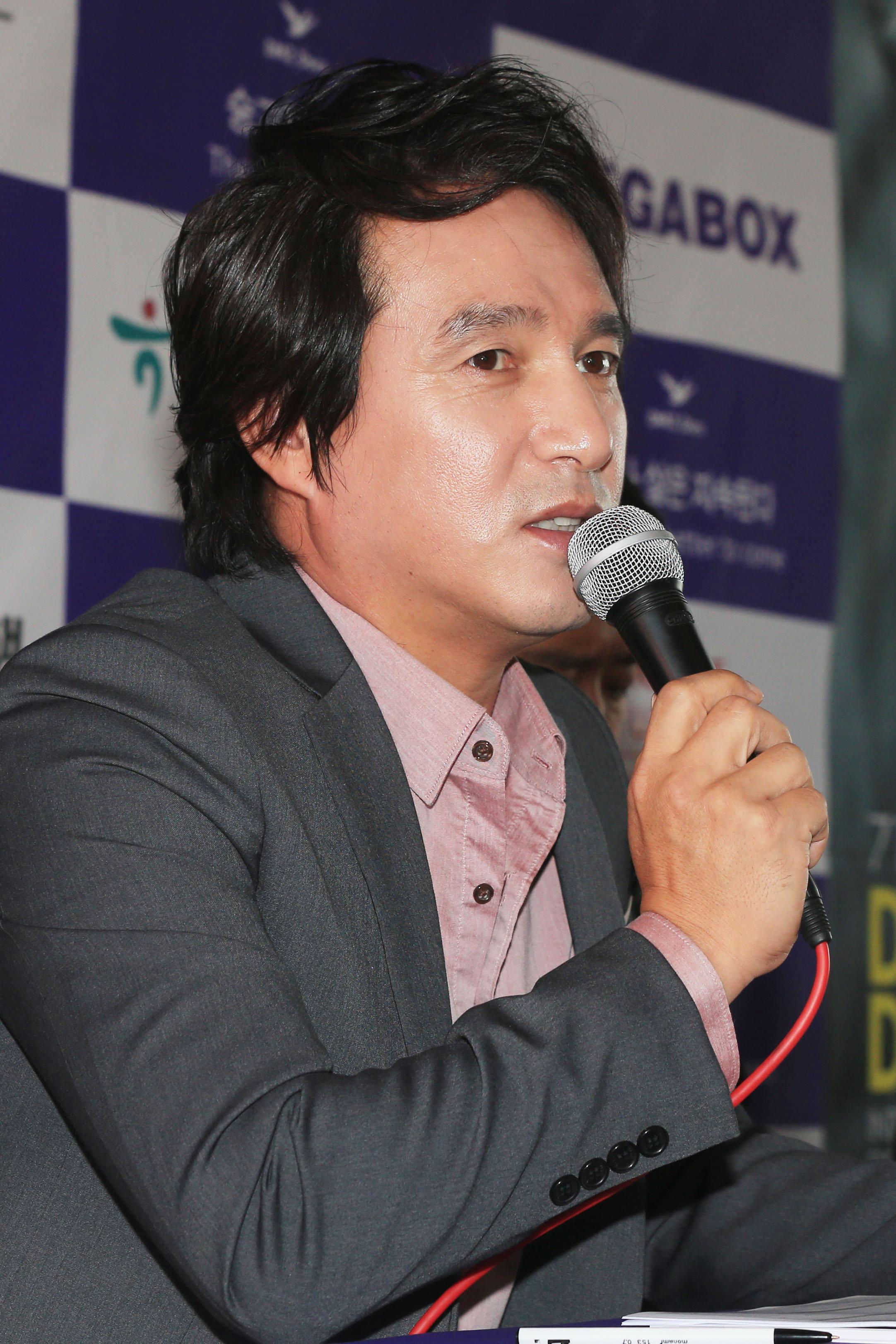 조재현이 성추행 의혹을 모두 시인했다
