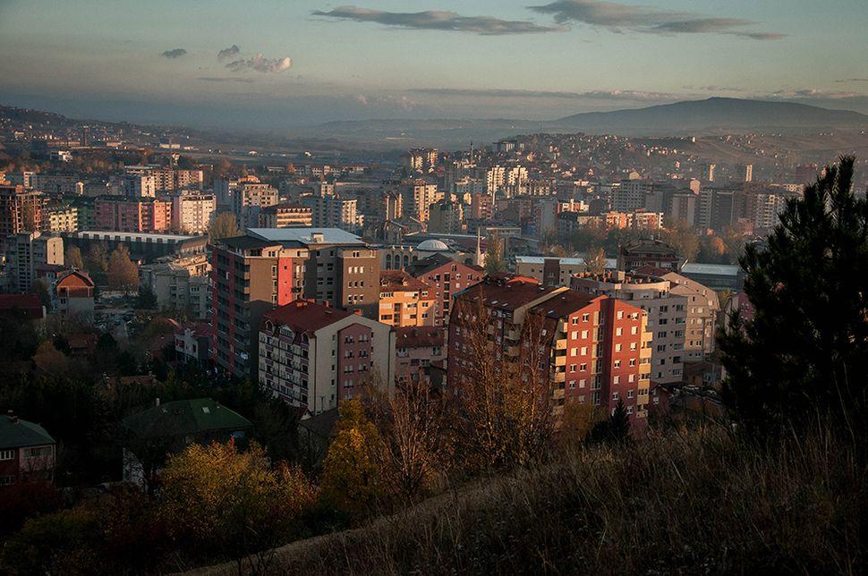 Η πόλη της Μιτρόβιτσα στο βόρειο Κόσοβο όπως φαίνεται από ψηλά.