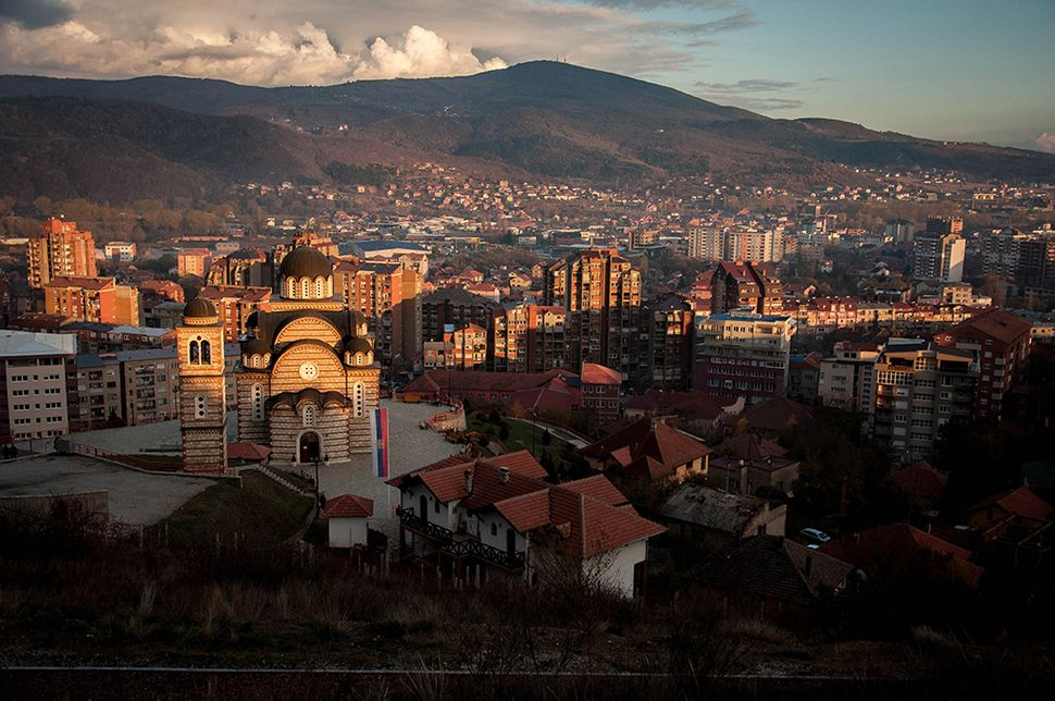 Η εκκλησία του Αγίου Δημητρίου στη βόρεια Μιτρόβιτσα, χτισμένη μετά τον πόλεμο του Κοσσυφοπεδίου.