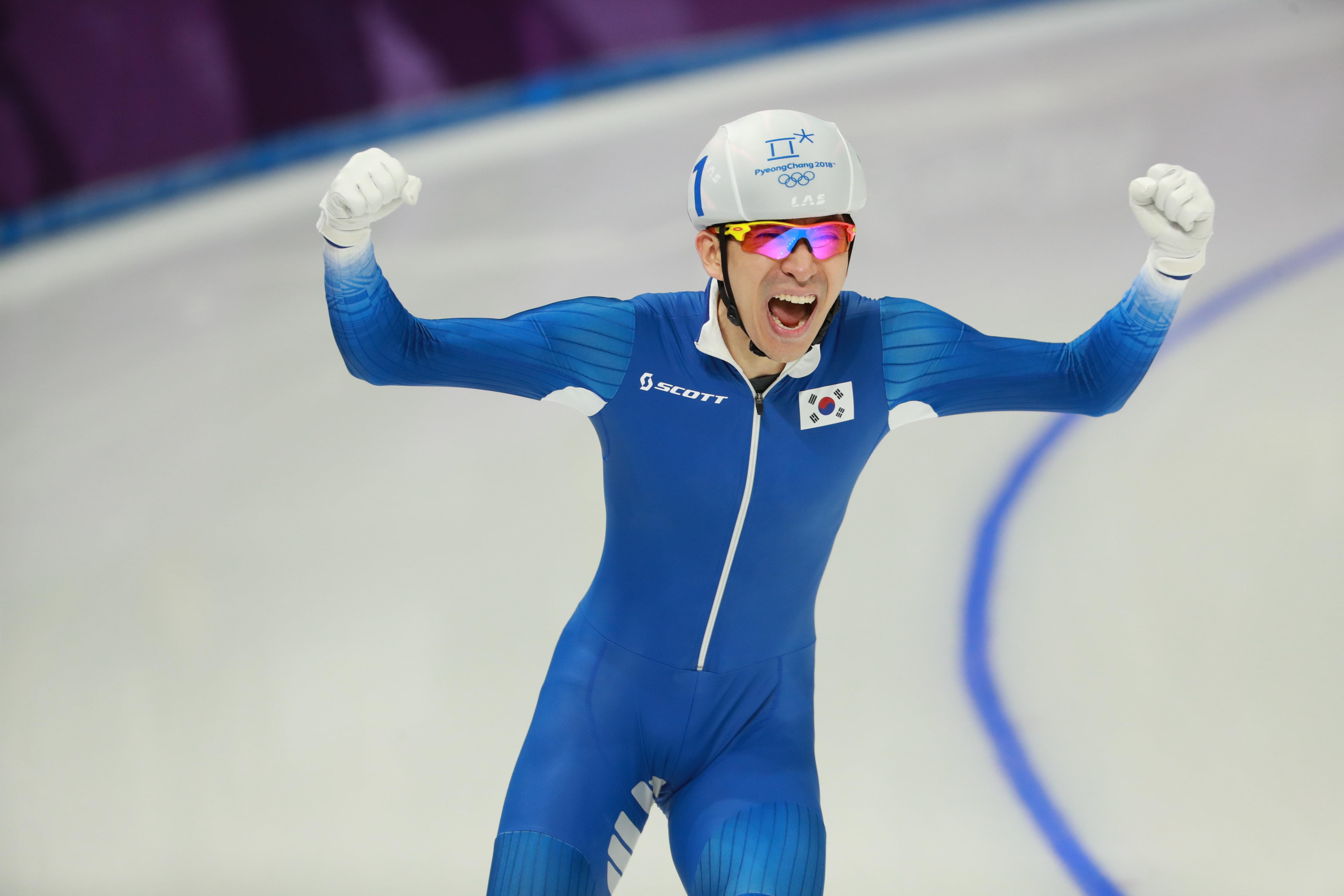 이승훈이 올림픽 매스스타트 초대 챔피언이