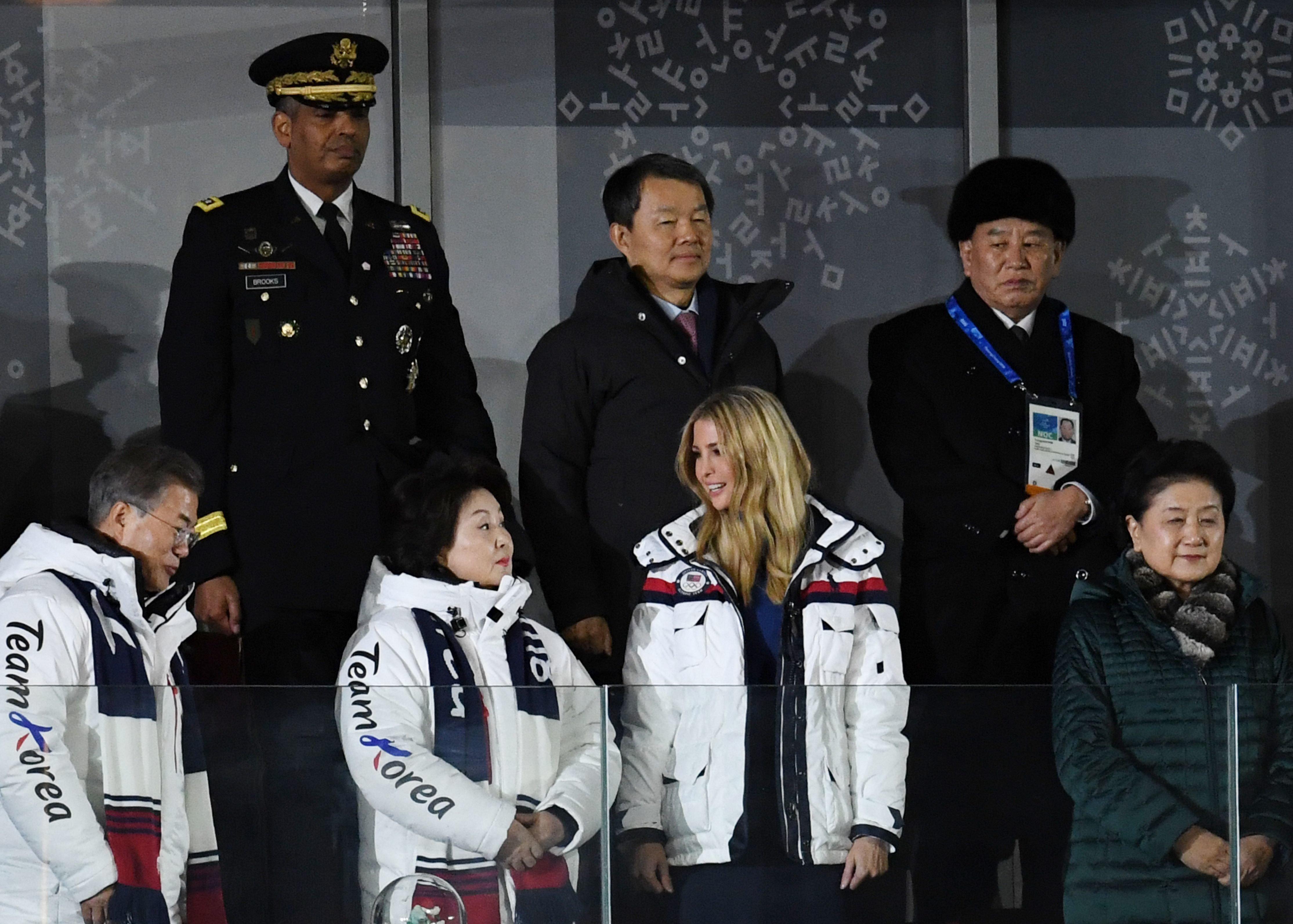 김영철과 이방카 트럼프가 올림픽 폐회식에