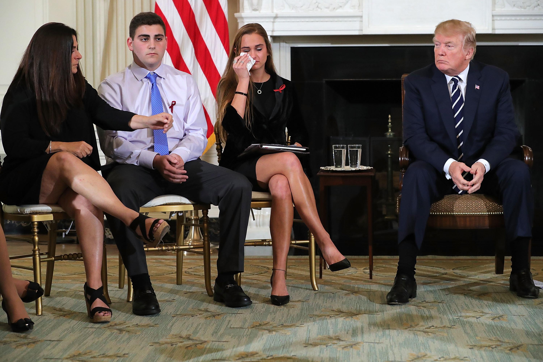 Top-News To Go: Wie Trump das Florida-Massaker für seine Zwecke ausnutzt