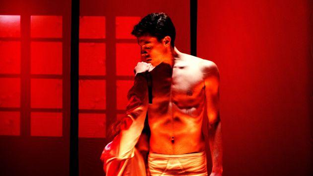 Samotnosc στο θέατρο «Αγγέλων Βήμα»: Ένα ενιαίο θεατρικό γλυπτό φτιαγμένο από