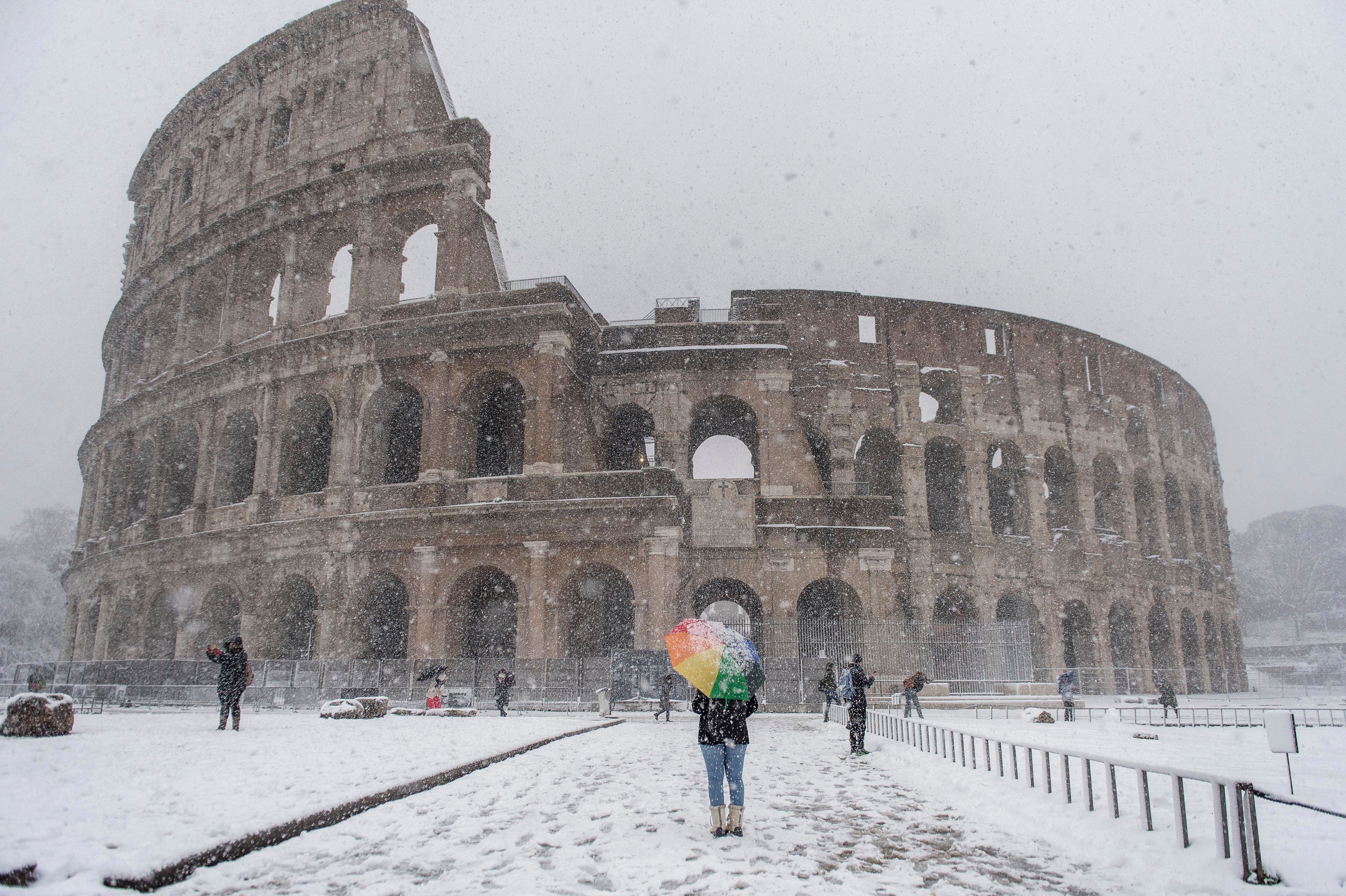 The white stuff didn't stop a few hardy souls from visiting the Colosseum.