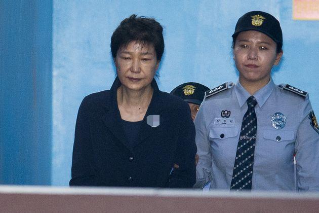 검찰이 박근혜에 징역 30년