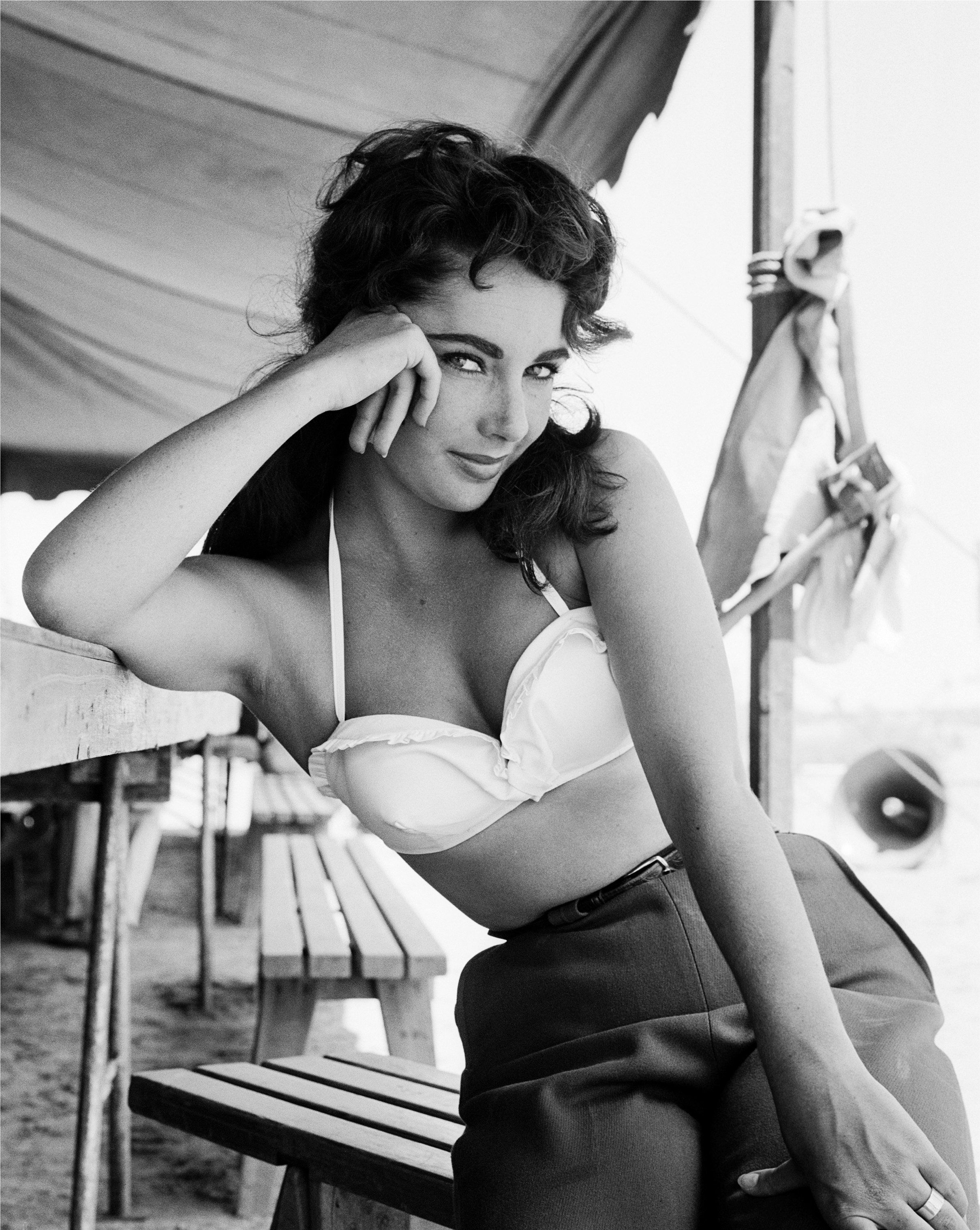 NOVEMBER 24:  Actress Elizabeth Taylor poses for a portrait on the set of the movie 'Giant' which was released on November 24, 1956. (Photo by Frank Worth, Courtesy of Capital Art/Getty Images)