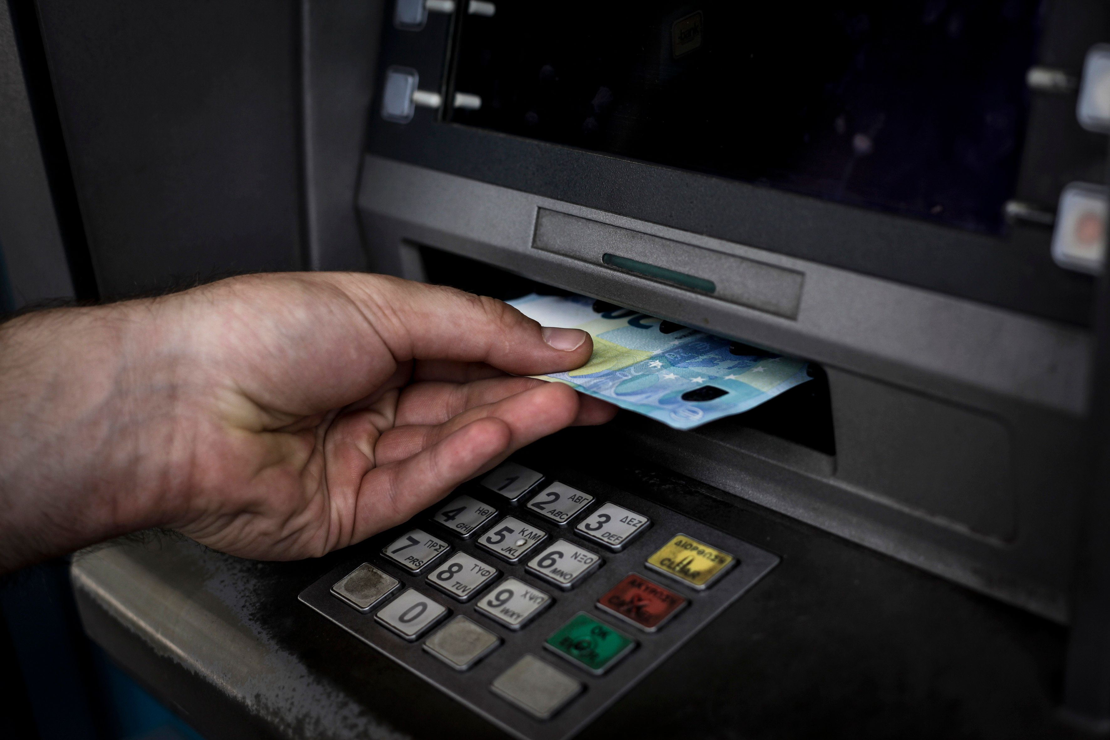 Νέες αλλαγές στα capitals controls: Άνοιγμα λογαριασμών για όλους και αύξηση του ορίου ανάληψης