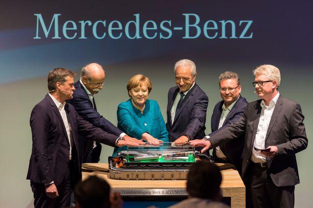 Angela Merkel bei der Eröffnung einer Batteriefabrik der Mercedes-Tochter