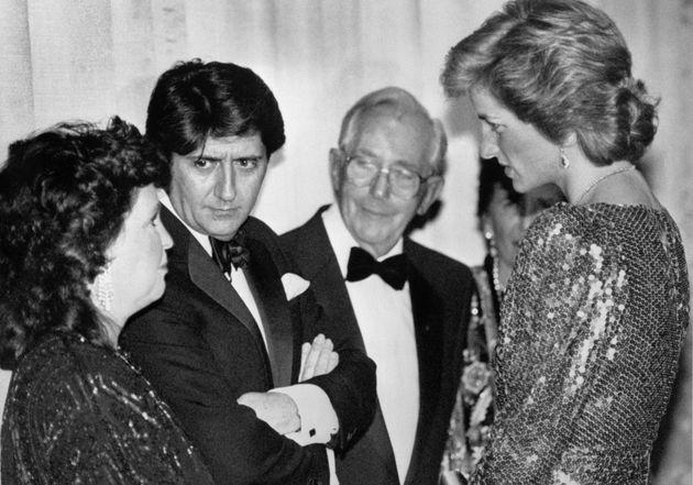 H πριγκίπισα Diana συναντά...