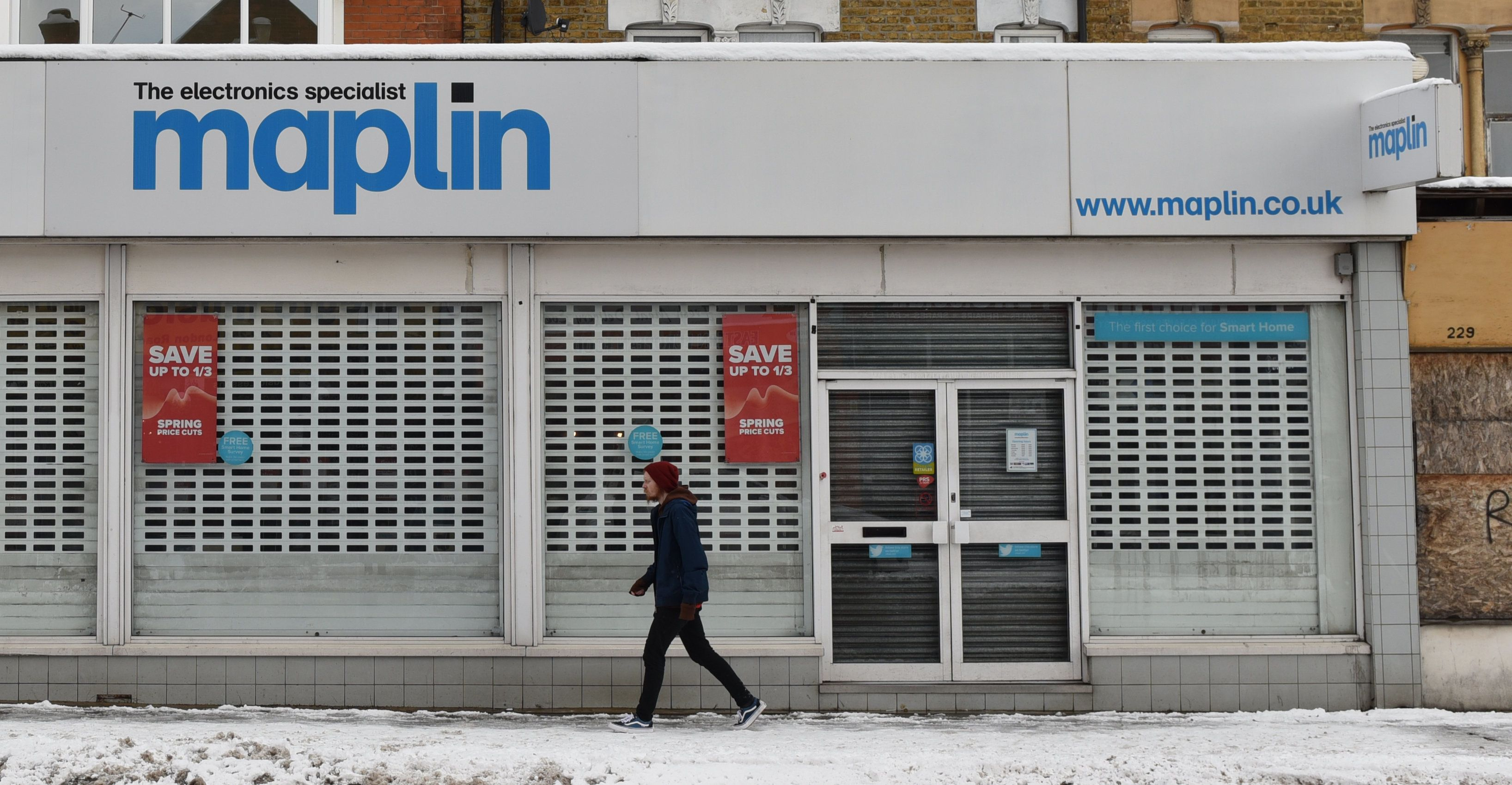 Struggling Maplin and Toys R Us collapse into administration