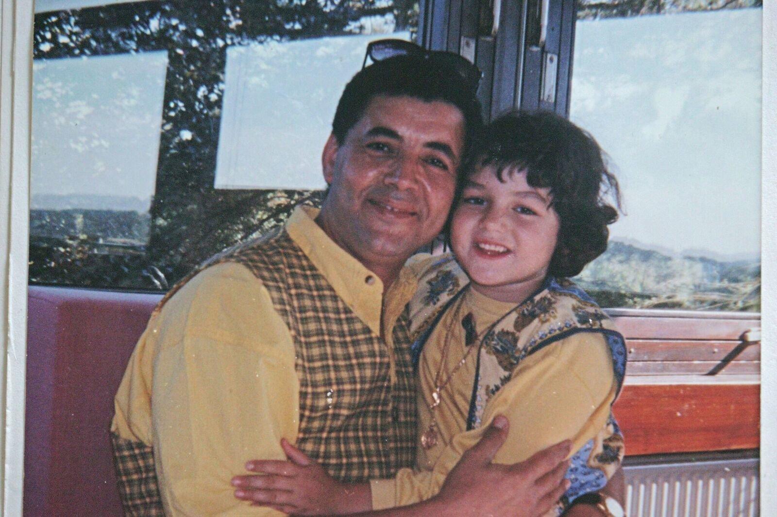 Bevor Jasmin nach 22 Jahren ihren Vater wiedersehen konnte, geschah ein schlimmer Unfall – nun braucht sie eure Hilfe