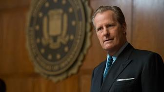 "THE LOOMING TOWER -- ""Losing My Religion"" - Episode 102 - Following the simultaneous embassy bombings in Kenya and Tanzania, the FBI begins its investigation on the ground while the CIA starts working on a retaliation plan. John O'Neill (Jeff Daniels), shown. (Photo by: JoJo Whilden/Hulu)"
