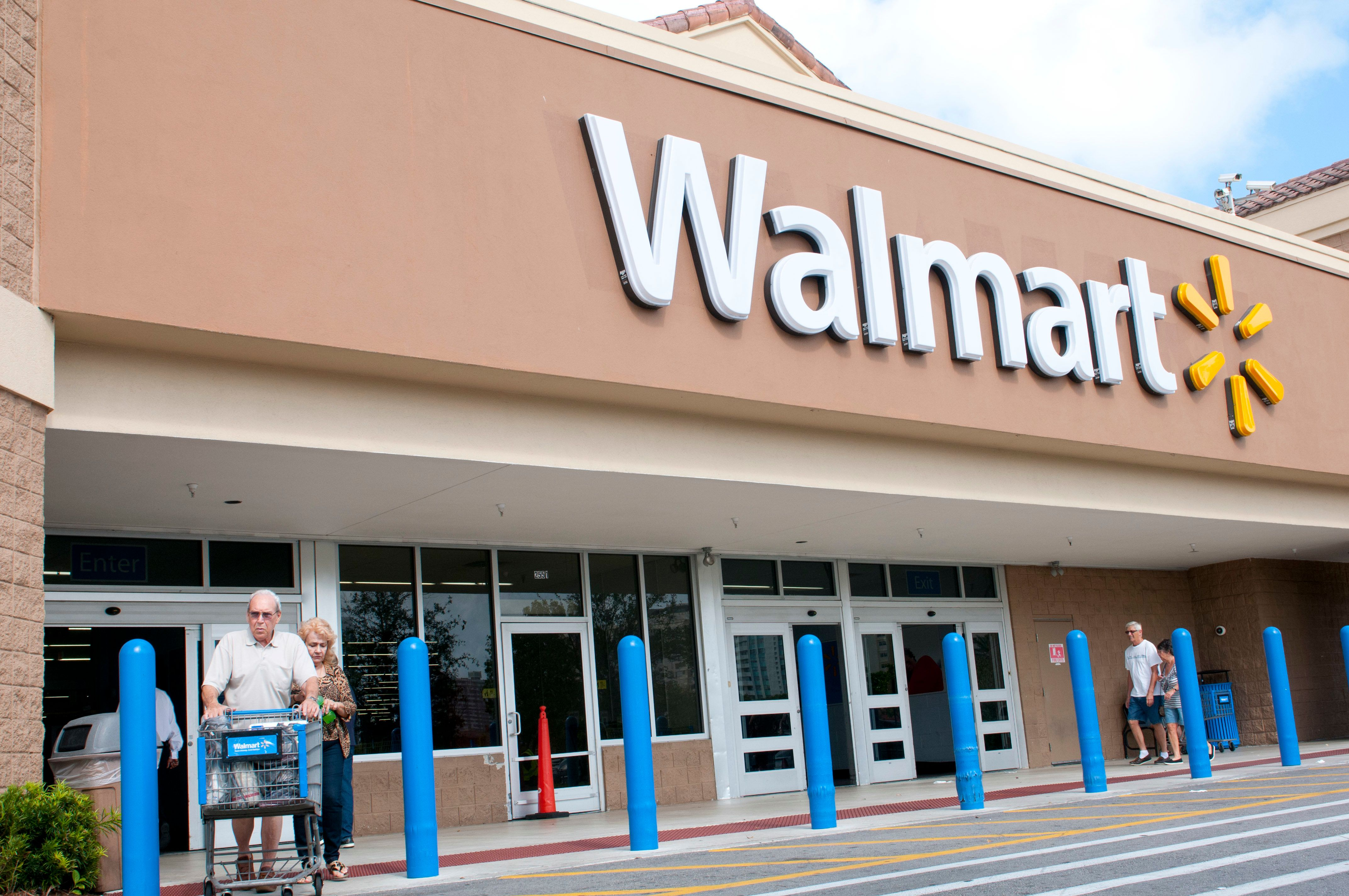Walmart plans to require gun buyers be at least 21 years old.