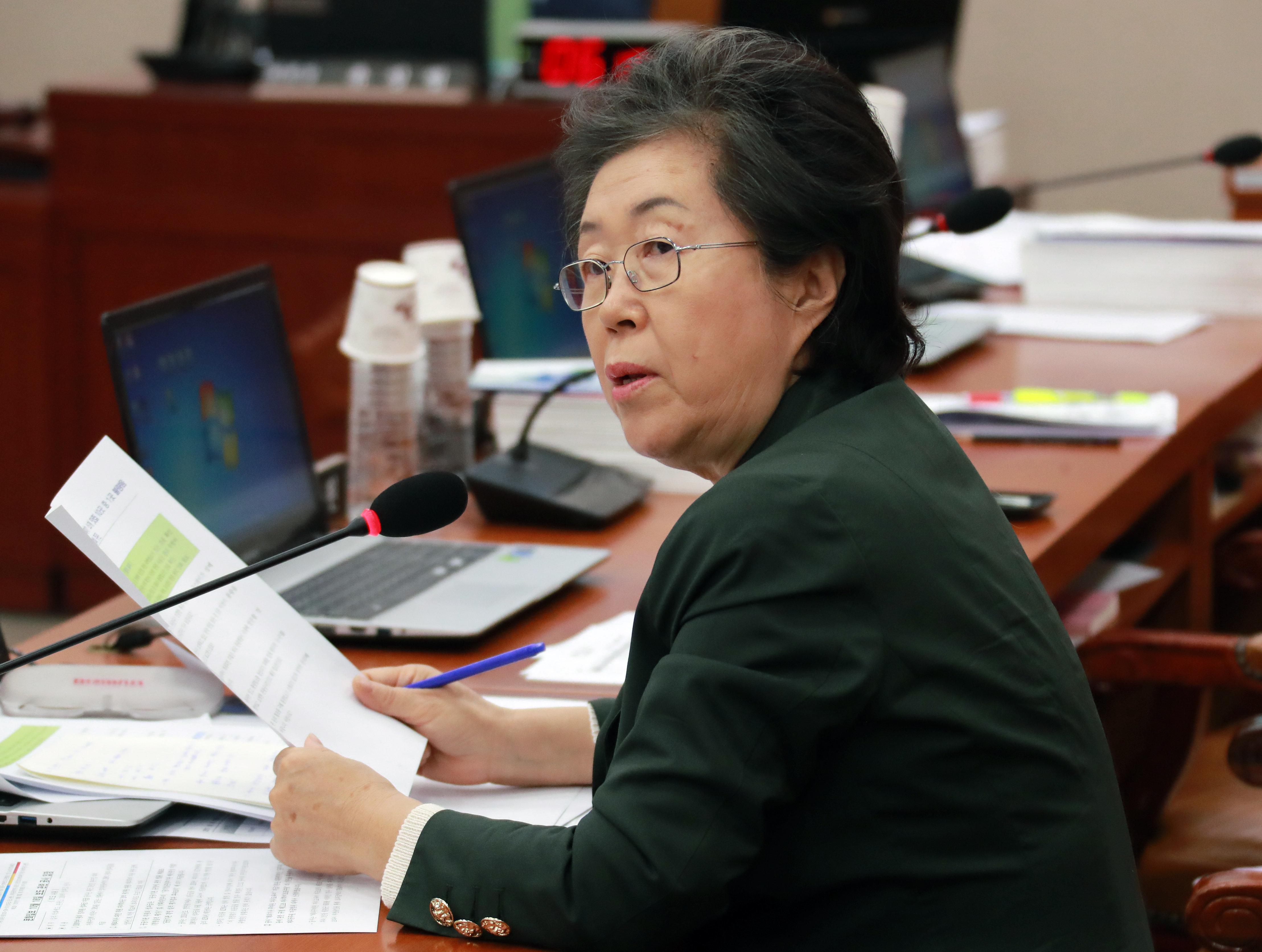 이은재 의원의 '겐세이' 발언에 대한 자유한국당 의원들의 시선